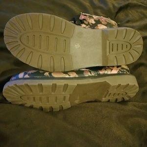 Arizona Jean Company Shoes - Arizona Floral Boots - Adorable Like New!❤🌹